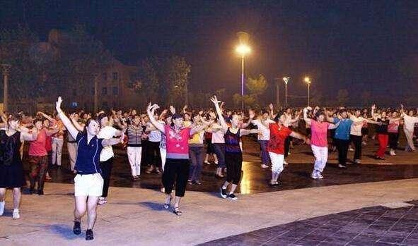 河南许昌规定9点后不准跳广场舞怎么回事?网友大呼建议全国推广